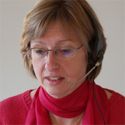 Ulrike-mit-headset-250